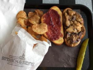 Sandwich au foie gras, au beurre d'arachide et à la confiture
